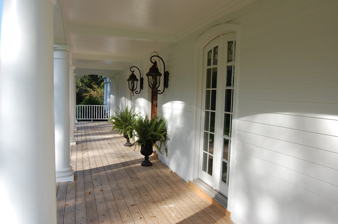 hillandale-westport-porch-inside-1600x1061-1100x729.jpg