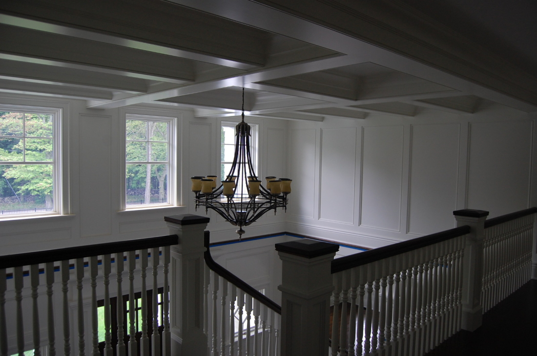 lyndale_manor_stairs_chandelier_2011-05-20-236-1600x1061-1100x729.jpg